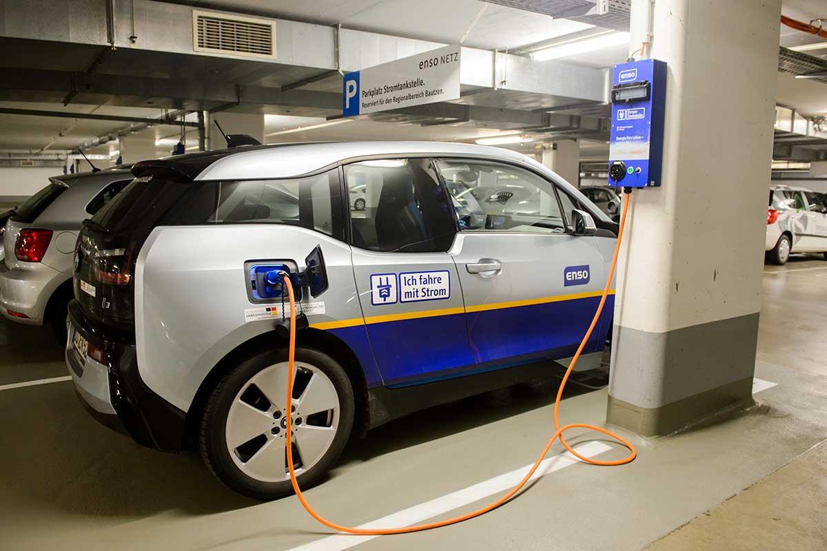 Elektroautos im Fuhrpark von ENSO und DREWAG